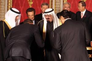 Obama_bowing